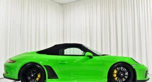 The 70th anniversary paint on the porsche 911 speedster concept will likely be an option with porsche's production model and its heritage options. Want A Lizard Green Porsche 911 Speedster Or A Viper Green 911 Turbo S? | Carscoops