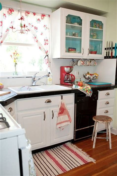 Best 25  Vintage kitchen curtains ideas on Pinterest   Red