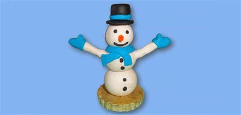socle cuisine bonhomme de neige en pâte à modeler