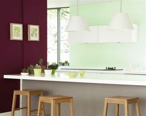 associer les couleurs dans une cuisine associer la couleur violet dans la chambre le salon la
