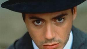 Robert Downey Jr. Looking At Camera Face Closeup Wallpaper