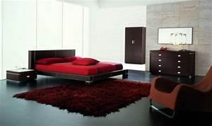 decoration chambre en couleur rouge 42 idees mangnfiques With tapis rouge avec tete de lit canapé