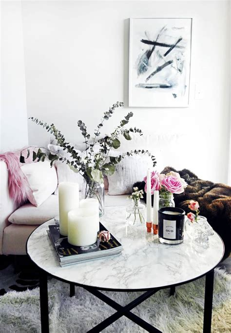 Coffee table styling can often be a challenge to figure out. Ideas For How to Style a Round Coffee Table | Apartment Therapy