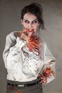 Zombie Schminken Bilder : halloween schminktipp der klassiker zombie make up ~ Frokenaadalensverden.com Haus und Dekorationen