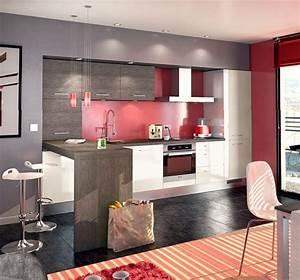Une Cuisine Moderne Bien Agencée En Blanc, Gris Et Rouge