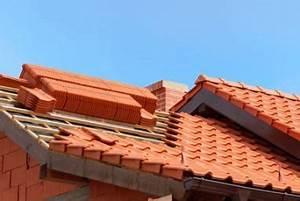 toit travaux a part With type de toiture maison 15 poser des tuiles minerales en beton pour la toiture