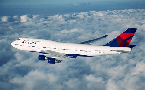 Boeing 747 In Flight Wallpapers And Images Wallpapers
