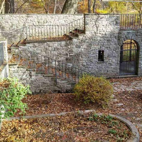 sunken garden  warner castle day trips