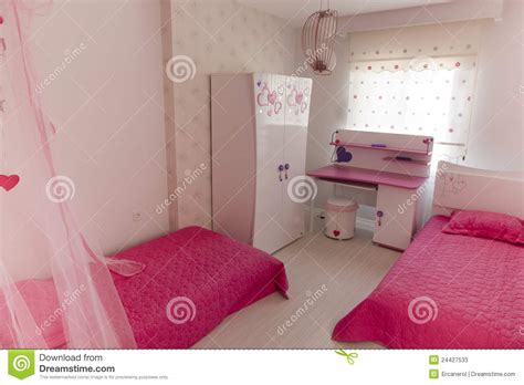 jpg bureau roze slaapkamer bedden en bureau stock afbeelding