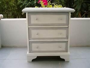 chevet blanc gris photo de restauration de meubles l With atelier de restauration de meubles
