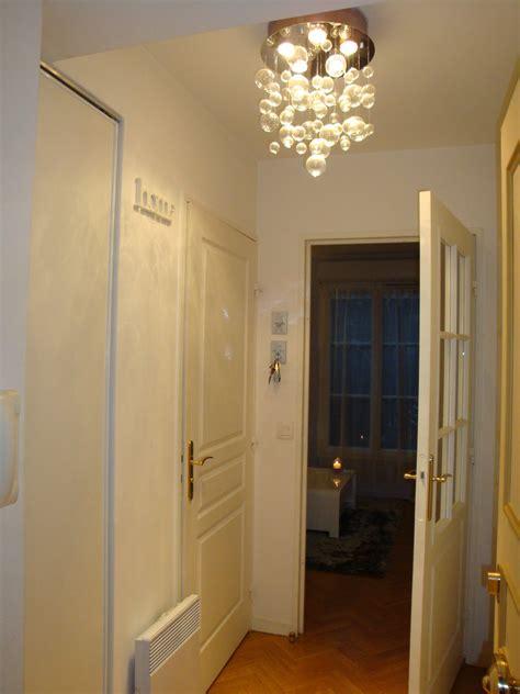 chambre deco l 39 entree photo 1 3 entrée blanche avec luminaire bulles
