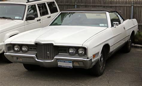 File:1971 Ford LTD Convertible, shabby.jpg - Wikimedia Commons