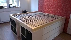Ideen Mit Ikea Möbeln : bett selber bauen podest ikea ~ Lizthompson.info Haus und Dekorationen