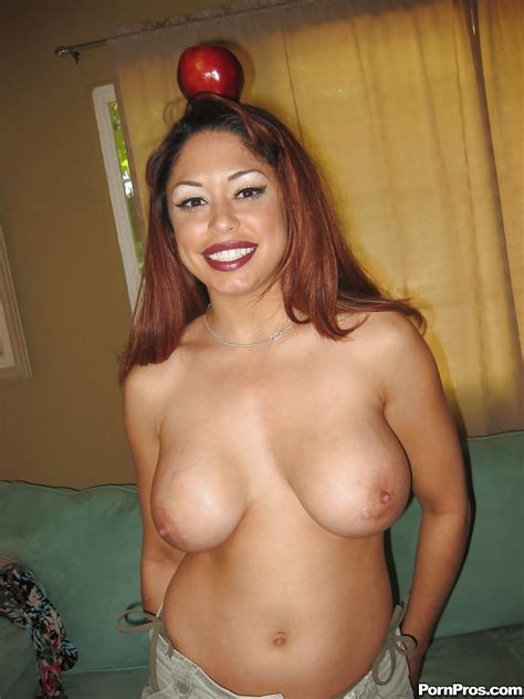 Amateur Latina Milf Babe Hellen Cielo Shows Her Peachy Body