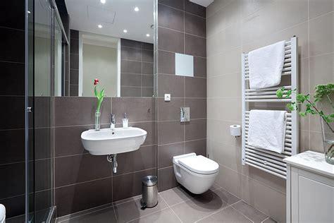 Modern Apartment Bathroom by Chic Studio Apartment Svoboda Williams