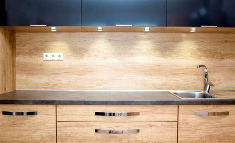 credence bois cuisine crédence en bois critères de choix pose et entretien