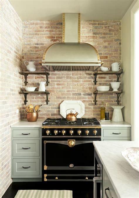 cocinas rusticas cocina pequena  pared de ladrillo