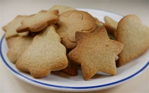 cuisine de de noel recette biscuits de noël à la cannelle pas chère et simple