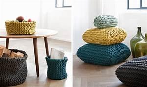 Pouf Tricot Jaune : tricot coussins tricoter coussins en laine astuces bricolage ~ Teatrodelosmanantiales.com Idées de Décoration