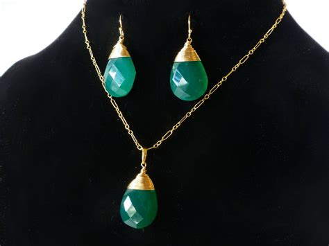 Emerald Green Onyx Large Pendant Necklace In Gold Filled. 3ct Diamond Stud Earrings. Mens Gold Bangle. Solitaire Ring. Micro Chains. Promise Rings Engagement Rings. Classy Earrings. Diy Leather Earrings. Bauhaus Watches