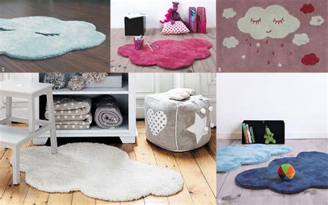 tapis bebe chambre le tapis chambre bébé confort et déco au ras du sol