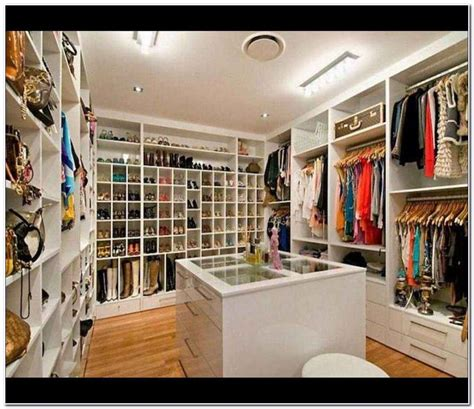 How Much Is A Walk In Closet by Turn A Bedroom Into A Walk In Closet Bedroom Ideas