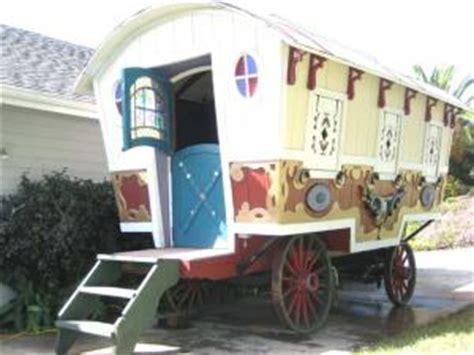 chambre d hote avec restauration une roulotte gitane restaurée par home and garden