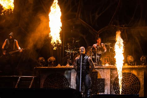 rammstein set fire   onstage   close