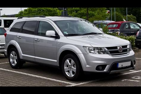 Fiat Journey by How Do You Get Italians To Buy A Dodge Journey Call It A