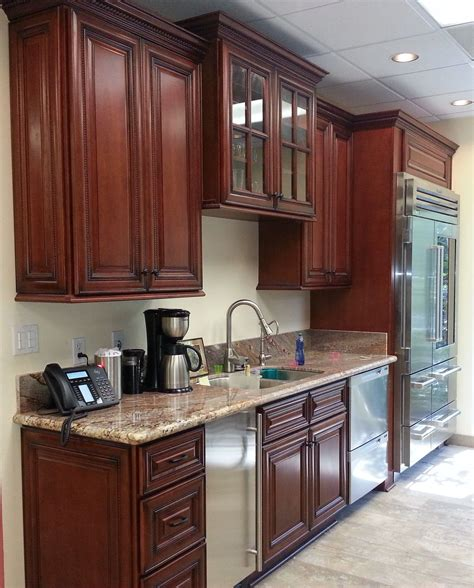 But if you decide to get a carpet to go with the cherry cabinets, you will see how beautifully wood and plush carpeting go together. Small Kitchen Design With Cherry Wood Cabinets | Kitchen ...