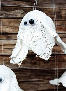 Halloween Deko Aus Amerika : hui buh diy gespenster aus gips halloween deko mit kindern basteln diy halloween herbst ~ Markanthonyermac.com Haus und Dekorationen