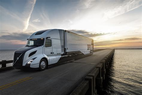 volvo trucks volvo hits 13 mpg with supertruck truck news