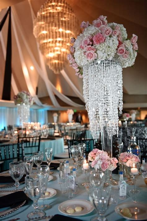 chandelier wedding centrepieces 25 best chandelier centerpiece ideas on