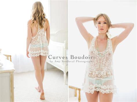 natural boudoir session curves boudoir