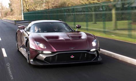 La Toute Première Aston Martin Vulcan Sur La Route