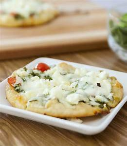 15 Minute Easy Pita Pizza Recipe (with Video) | TipBuzz