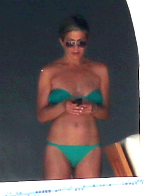 Jennifer Aniston And Courteney Cox Vacation In Mexico