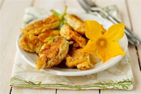 ricetta pastella per fiori di zucca come fare fiori di zucca in pastella croccante fritti e