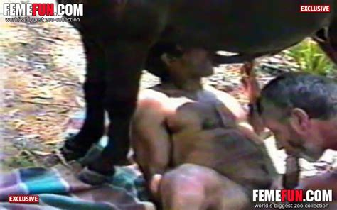 Wild Gay Sex Threesome That Features A Dude Sucking His