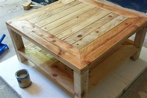Wood Pallet Sofa by 27 Mesas De Paletes De Madeira
