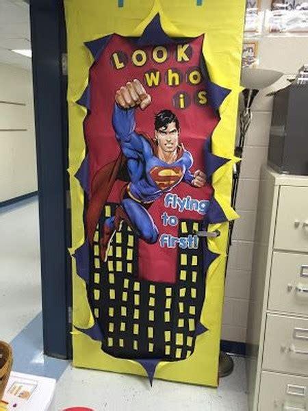 decoration portes de classe super heros en route pour la