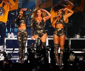 Beyoncé Coachella performance sees star grapple with boobs ...