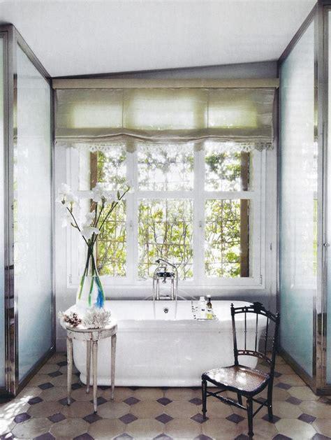 roman shades  bathroom  grasscloth wallpaper