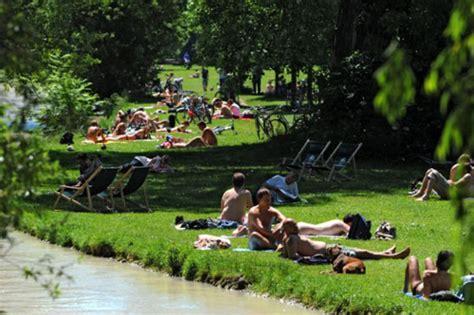 Die Nackerten Im Egarten Fkk Mitten In Der Stadt