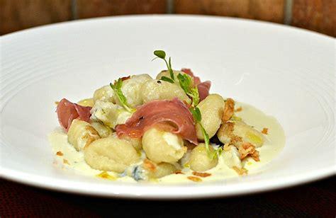 cuisine italienne recette gnocchi au gorgonzola et au jambon de parme la recette