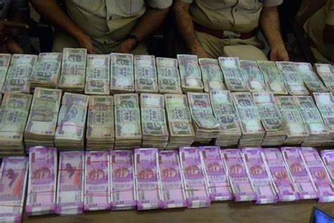Cabinet Ministers Of Modi Government by Fake Notes Of New Rs 2 000 500 With Face Value Of Rs 26