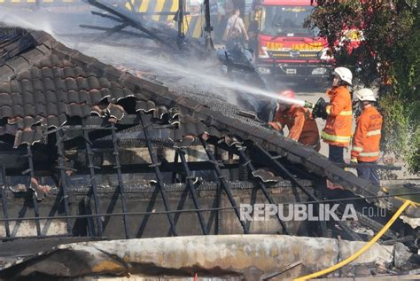 sang penguasa pasar jago menjual kerugian akibat kebakaran pasar induk rp 9 miliar