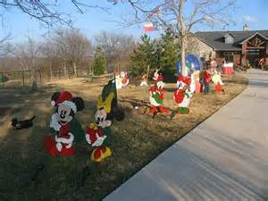 the different art types for creating christmas yard arts