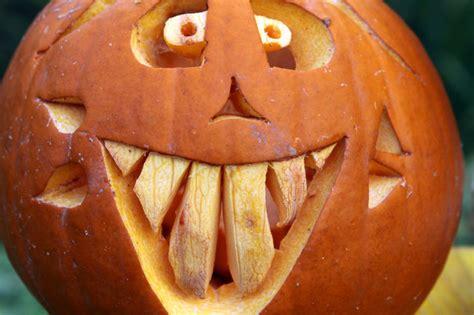 kuerbis schnitzen zu halloween vorlagen und anleitungen