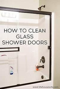 Vinegar to clean shower doors easiest way to clean glass for How to clean bathroom with vinegar